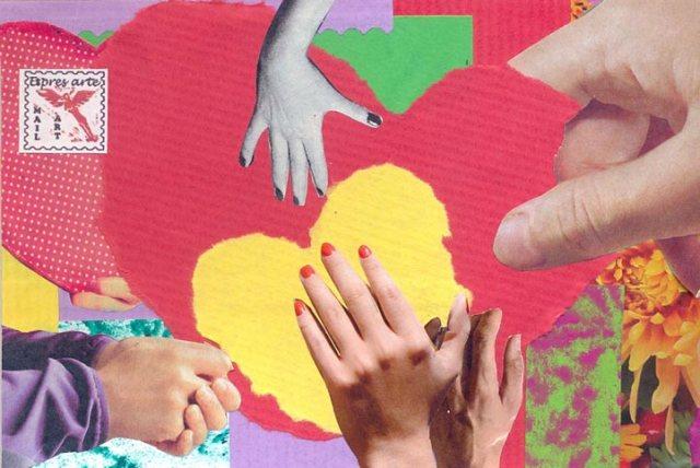 web104a-mano-en-el-corazón
